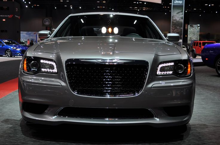 2013 Chrysler 300 SRT8 (Front LEDs)