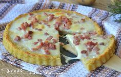 Crostata di patate con mozzarella e pancetta, buonissima e gustosa, ideale per aperitivo, buffet e per un piatto unico e sostanzioso, farla è facilissimo