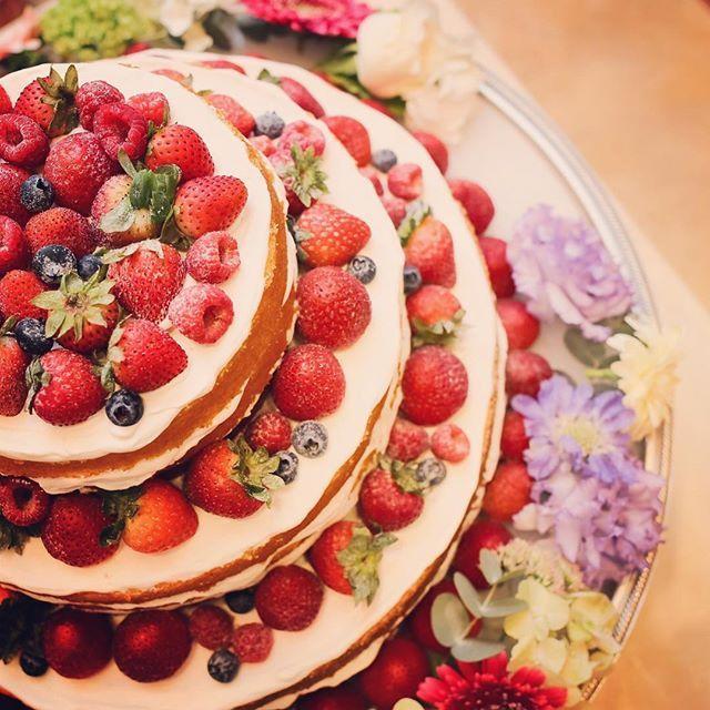 ケーキ 当日はゆっくり眺める暇もなかったけど、写真をみてニヤニヤ。画像だけでご飯が食べれそうです  #instyleweddingkyoto #卒花 #卒花嫁 #全国のプレ花嫁さんと繋がりたい #ウェディングケーキ #ネイキッドケーキ #tg花嫁