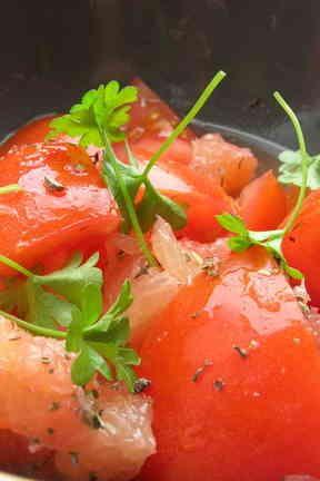 トマトとグレープフルーツサラダの画像