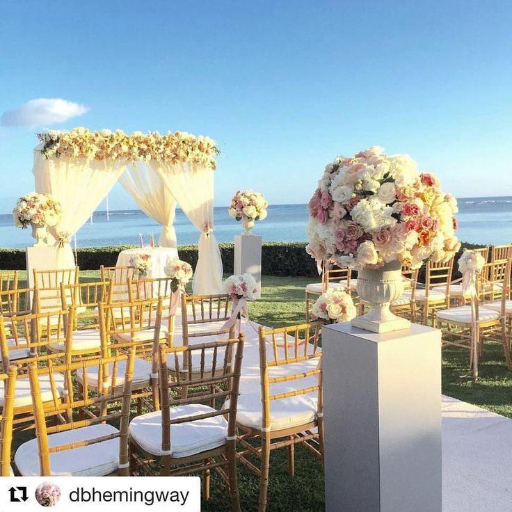 いいね!32件、コメント2件 ― Naoko kobayashi  小林 直子さん(@weddingscenesnaoko)のInstagramアカウント: 「カハラホテルでのロマンチックウェディング💕海に面したこんなに素敵なロケーションを、一緒にデザインしてみませんか?😊 一から自由なイメージで装飾が可能です。…」