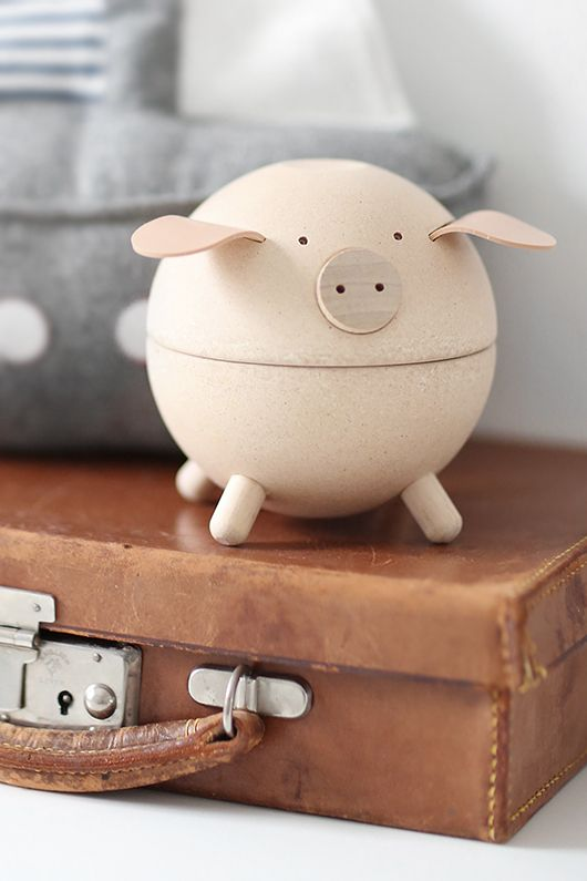 wooden piggy bank//