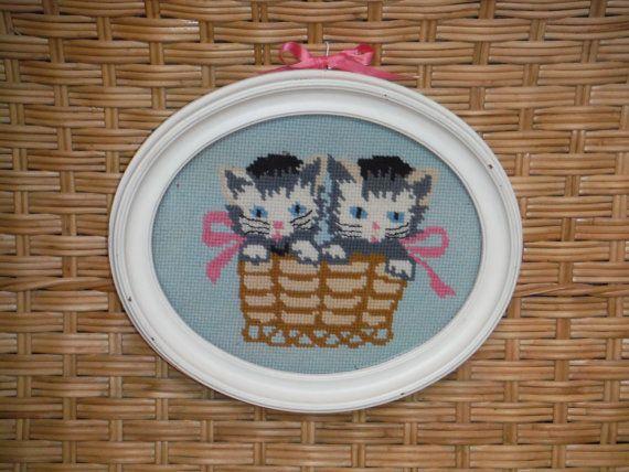 Chatons Vintage Needlepoint - Shabby Chic pépinière Artwork - plein panier de chatons tapisserie à l