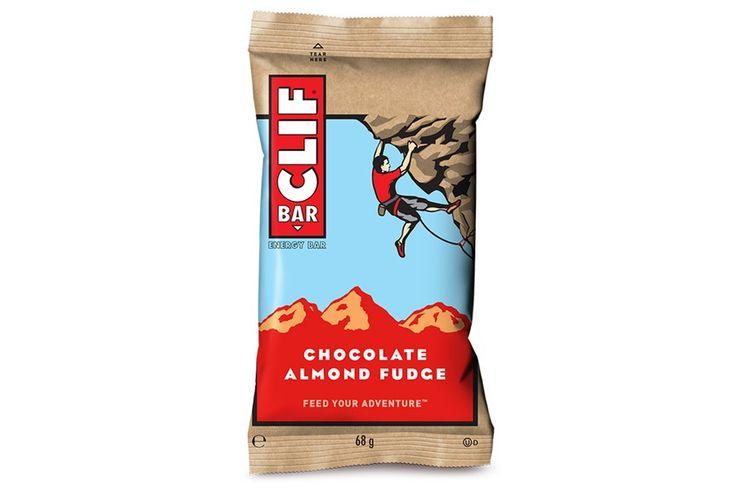 Clif Bar Energie Bar met Haver Chocolade en Amandelen  Clif Bar Energie Bar met Haver Chocolade en Amandelen: Verrijkt met 11 vitamins: B1 B2 B3 B6 B12 A E C D en magnesium. Koolhydraat- vezels- en proteïnebron. Geen gehydrogeneerde oliën of transvetten geen geraffineerde suikers of GGO's. Geen conserveringmiddelen of kunstmatige smaakstoffen. Gewicht: 68 gram. Voor het beste resultaat:de repen zouden gegeten moeten worden één tot drie uur voor de oefeningen samen met water om eetlust te…