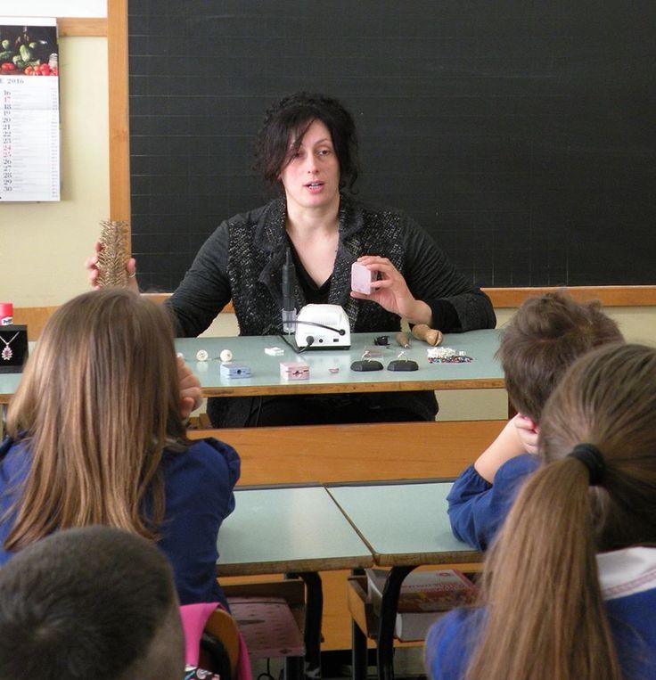 15/4/2016. Scuolartigiana. La nostra grande Silvia Burzi di Goku Gioielli incanta i ragazzi della Sante Tani