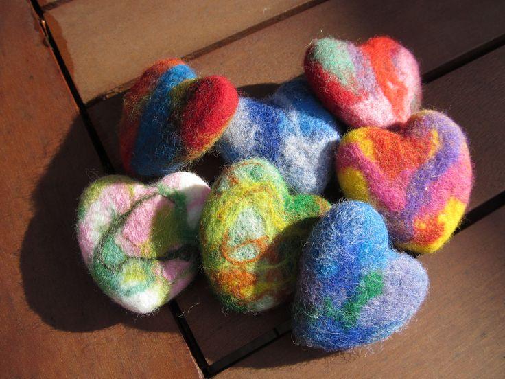 nass gefilzte Herzen - wet felted hearts