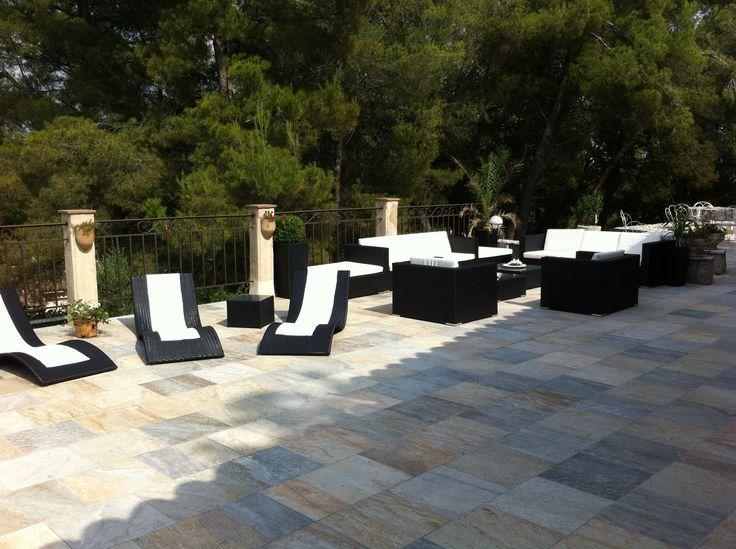 Bains de soleil en résine tressée Roma http://www.alicesgarden.fr/mobilier-jardin/transat/bains-de-soleil-roma?selected=98