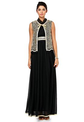 Bringing the traditional jackets back into vogue, Threadz offers a blend of heritage and chic couture in this ravishing dress. Available via www.namshi.com