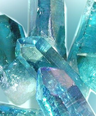 ❥ Aqua Aura Quartz - This color-enhanced crystal is effective in stimulating the throat chakra, enhancing your ability to communicate inner truth, and to express inner emotions in a positive way. Aqua Aura safeguards from psychological attacks.