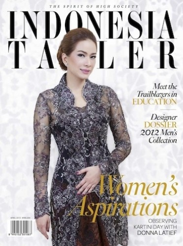 This is the one of the cover of Indonesia Tattler on April Edition if i'm not mistaken. I adore the classy Kebaya that Mrs.Donna Latief wore