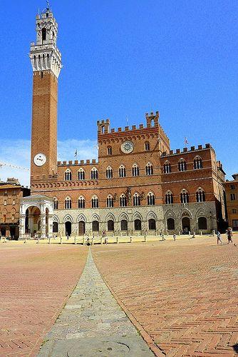 Torre del Mangia    Piazza del Campo, Siena