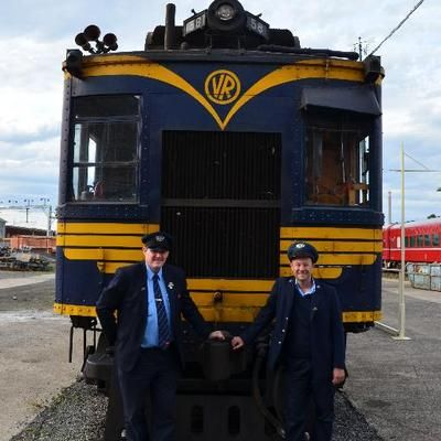 Both V/Line drivers stand in front of 58 RM after returning from the Barnes leg of the Insights Tour outings in 2013.