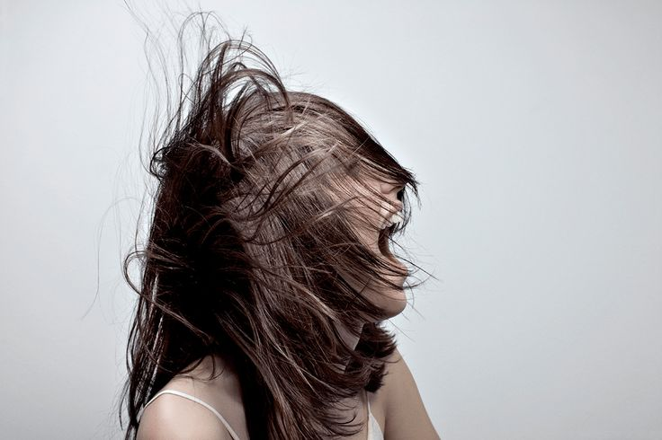 """Mario Lopes """"Découvrez les dernières tendances de la coiffure parisienne."""""""