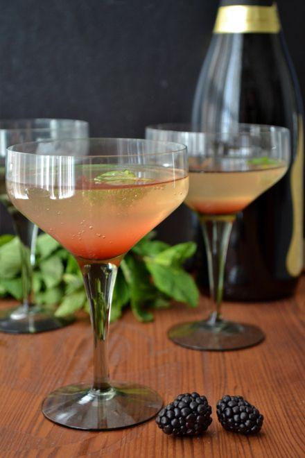 Sekt Cocktails mit Blackberry, Mango & Mint Einfacher Sirup