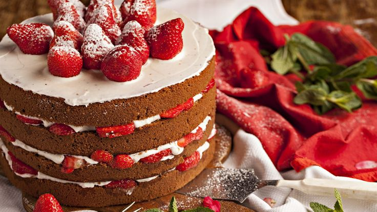 Ingredients: 5 eggs 150g caster sugar 135g self raising flour vanilla extract 500ml sweetened whipped fresh cream and fruits to fill & decorate Swiss roll baking tin 23cmX33cm (9″X13″) parchment paper Method: Preheat oven to 175C Place the eggs and sugar into a bowl and using a whisk attachment on a stand mixer (or hand held electric mixer) whisk together until very...