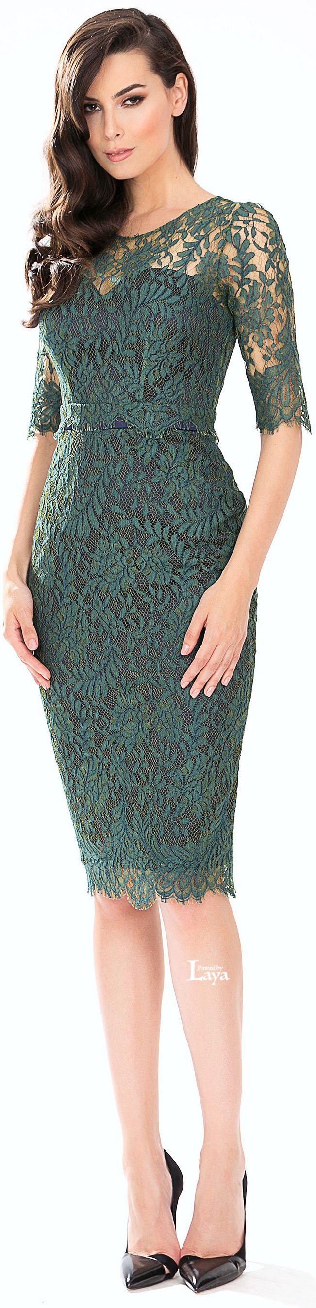 Vestido de renda  verde curto