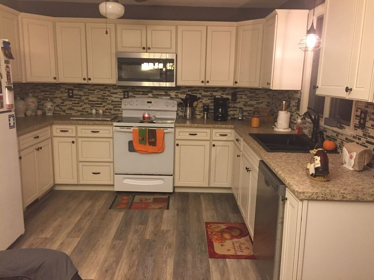 Lowes caspian off white cabinets off white kitchen for Caspian kitchen cabinets