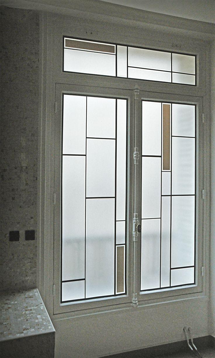 Fenêtre sur cour intérieure - Réalisation sur verre clair 4mm rapporté sur DV existant  - Films couleur et gélatines texturées incolores - Honky Tonk Vitrail