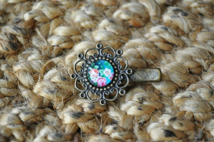 Love this!!!  12mm glass cabochon on a bronze 'Vintage' Filigree Alligator Clip