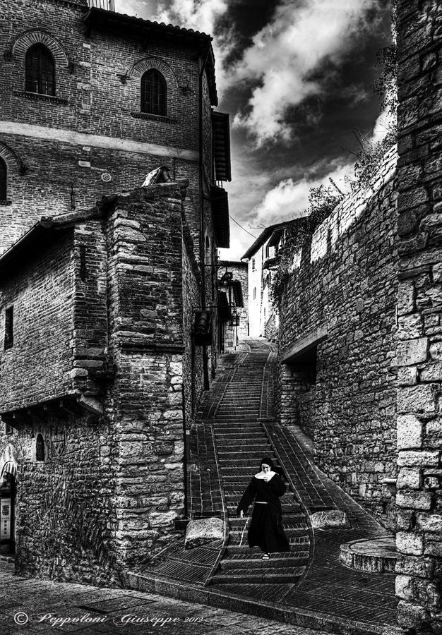 Streets of Assisi, Italy by Giuseppe Peppoloni