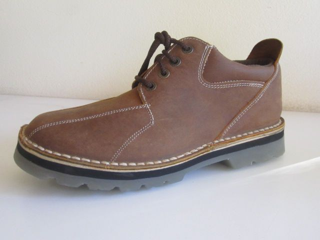 Modern padded ancle high shoe with 10mm runner