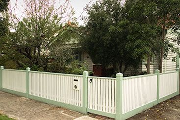 Picket fence with handrail