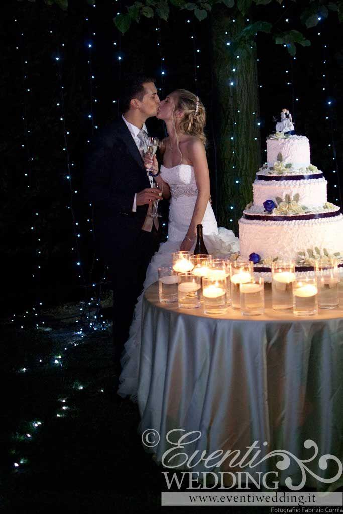 il taglio torta piu' romantico... pieno di stelle cadenti!