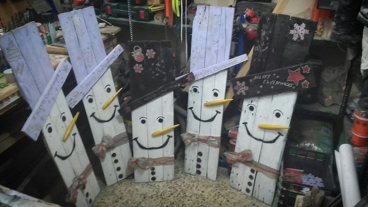 diy pallet christmas snowman