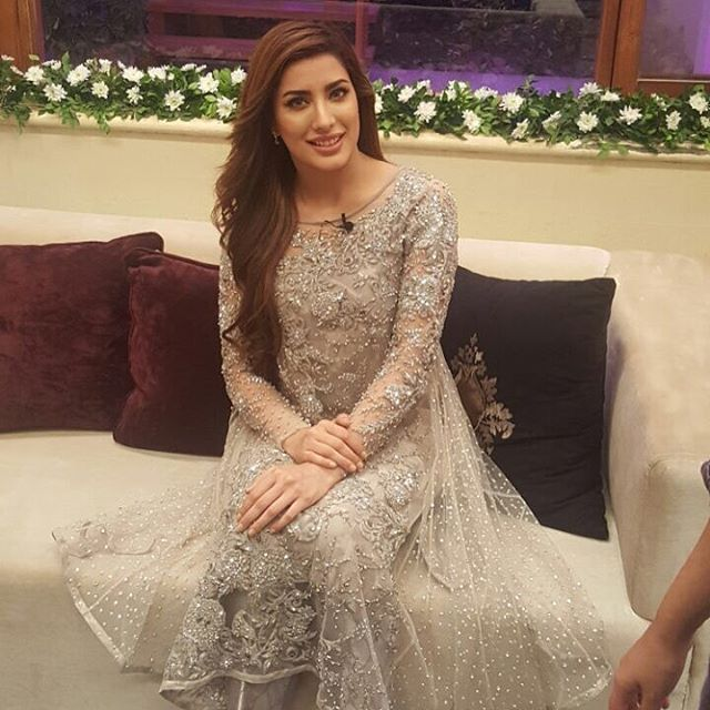 Mewish hayat wearing nomi ansari on the sets of starry night with sana bucha recording for eid