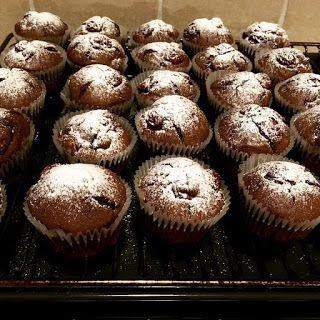 MI VAN ITTHON?: Meggyes - csokoládés muffin