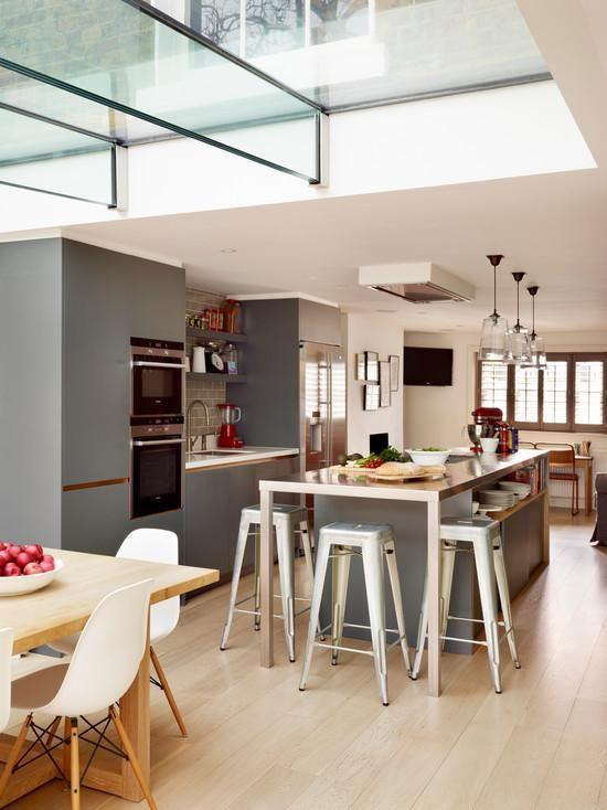 Cozinha com ilha central com espaço para guardar utensílios.  http://www.decorfacil.com/cozinhas-com-ilha-central/