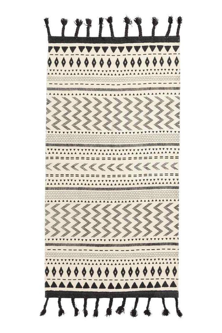 25 (x3=75) - 3 kleine tapijten rond het bed - 70x140 - Katoenen mat met franjes - Gebroken wit/zwart - HOME   H&M BE 1