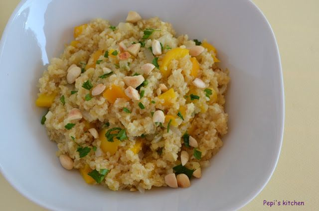 Πλιγούρι με κίτρινη πιπεριά και αμύγδαλα http://www.pepiskitchen.blogspot.gr/2013/03/blog-post_2.html