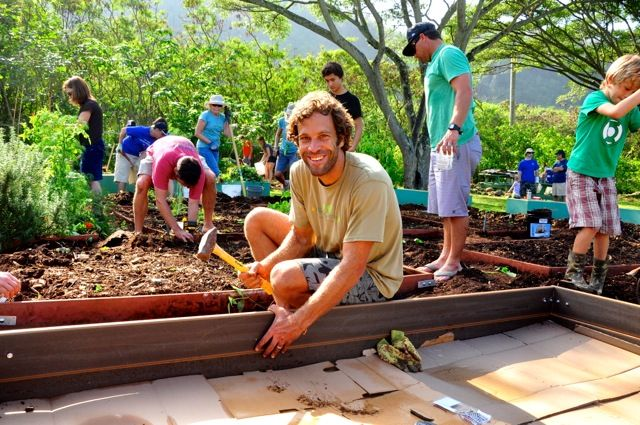 Jack Johnson Interview: The Musician & Environmentalist Illustrates How Easy It Is to Be Green