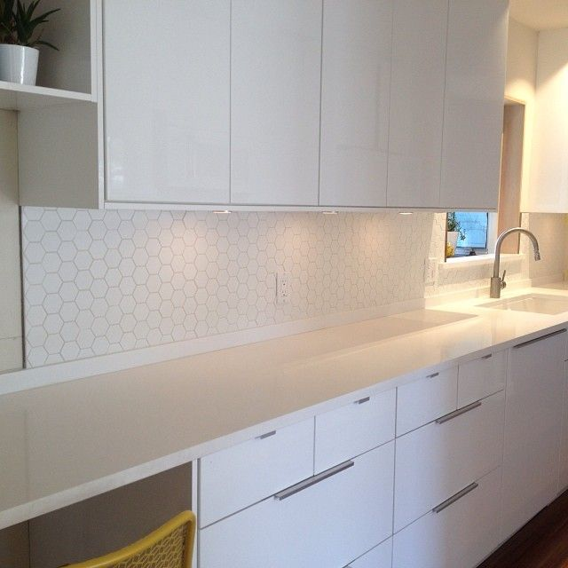 Hexagon tile kitchen backsplash