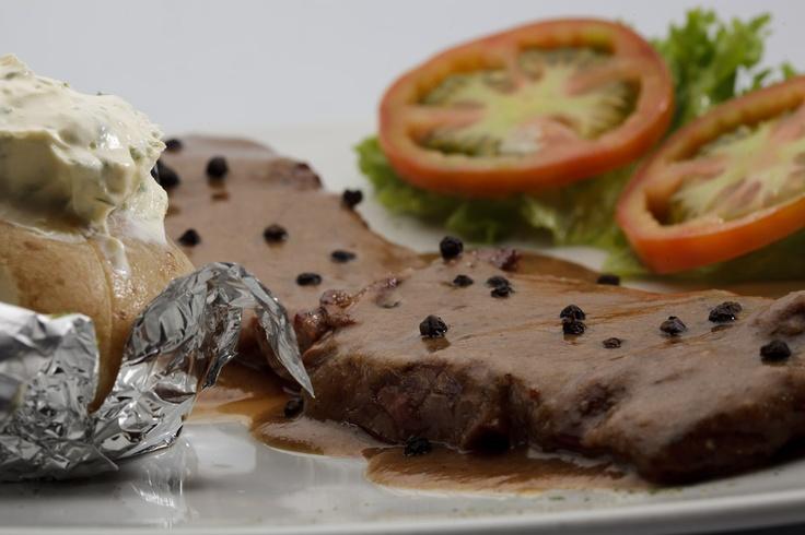 Steak pimienta.