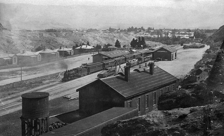 Cromwell railway station circa 1930