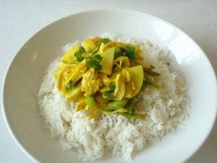 Een van mijn lievelings recepten is rijst met kip kerrie, ik doe er vaak appel of ananas door heen.