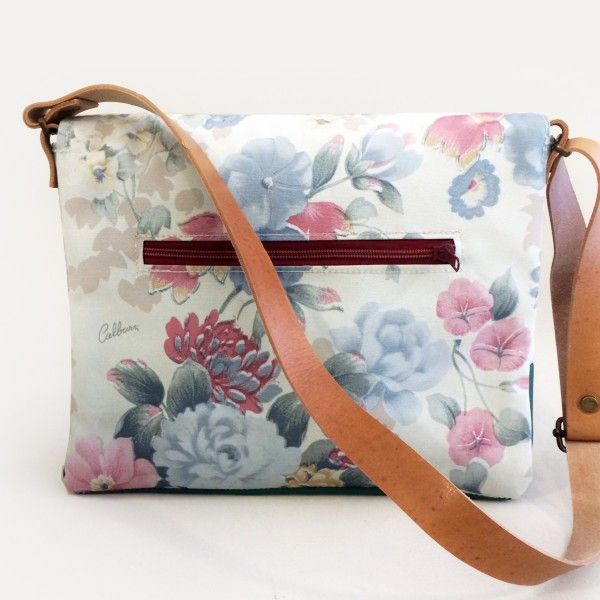 Zelda is our take on the classic messenger bag. Simple, efficient and beautiful.