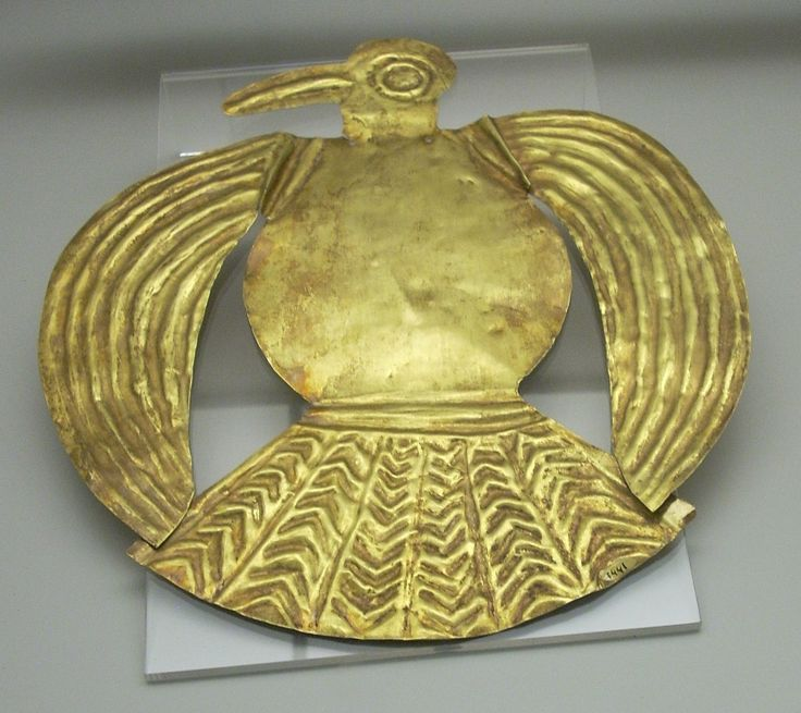 Golden Inca bird from Peru. Courtesy  currently located at the Museum of the Americas, Madrid. Photo taken by Simon Burchell
