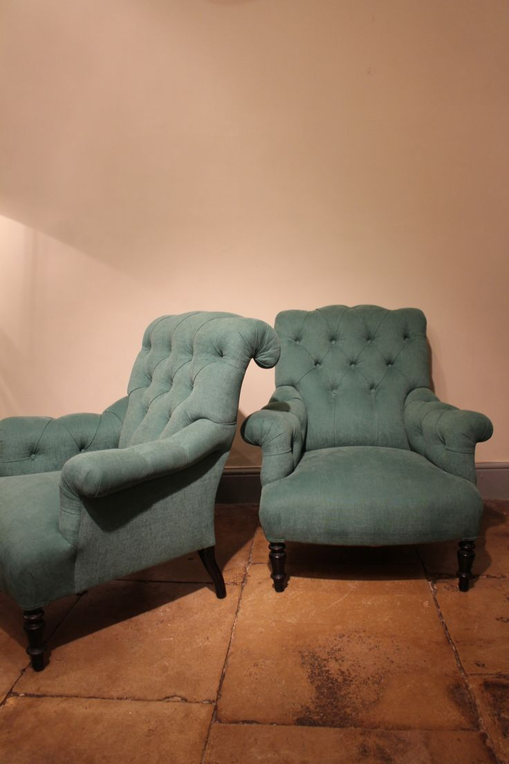 Very comfortable pair of 1950s french reclining leather armchairs - Sofas Armchairs Occassional Chairs A Good Quality Pair Of Century French Button Back Fauteuils With An Elegant Scrolled Back On Ebonised Feet