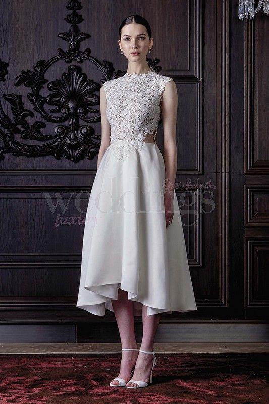 L'abito da sposa per cerimonia informale dovrà essere easy e giovanile. Largo agli abiti da sposa corti, ma anche ai completi con pantalone impreziositi da.