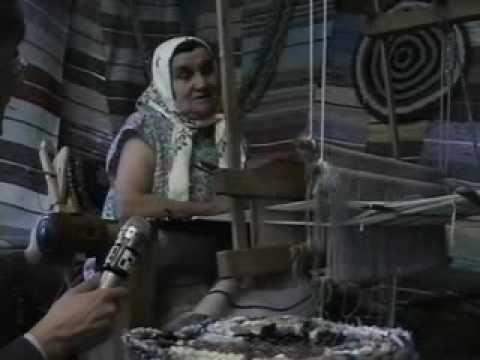 Сюжетец снят в середине 90-х, когда в деревнях ещё ткали половики.