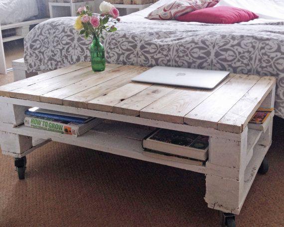 Meuble TV récupéré palette Table « TELE-surt » - Upcycled Media Console Shabby Chic rustique Loft Bohème