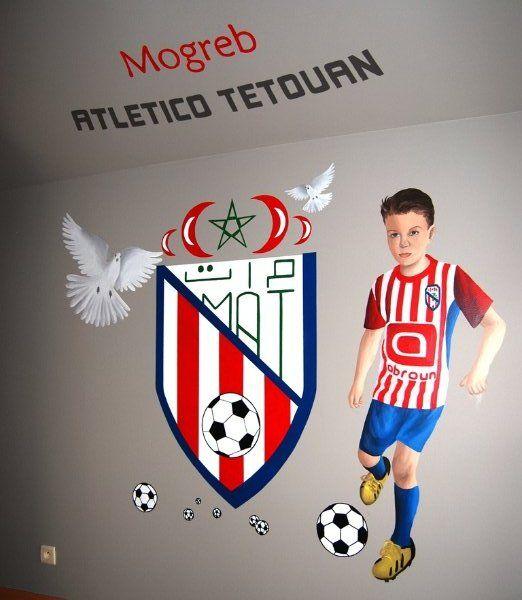 Muurschildering portret voetballertje met logo voetbalploeg