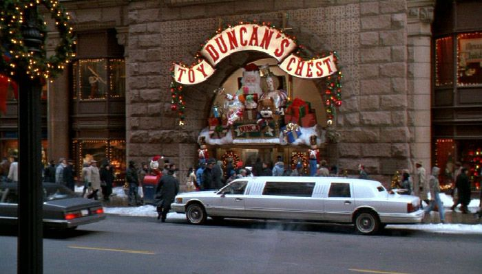 Home Alone Ii Exterior Shots Of Duncan S Toy Chest Were