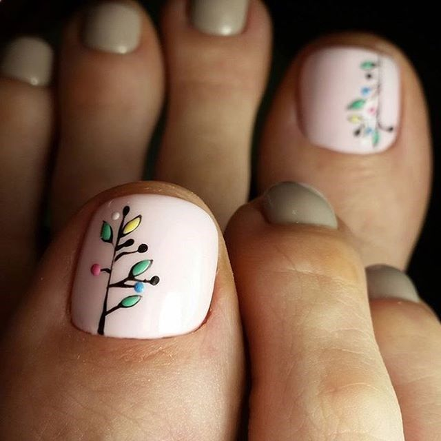 Christmas Pedicure Designs 35