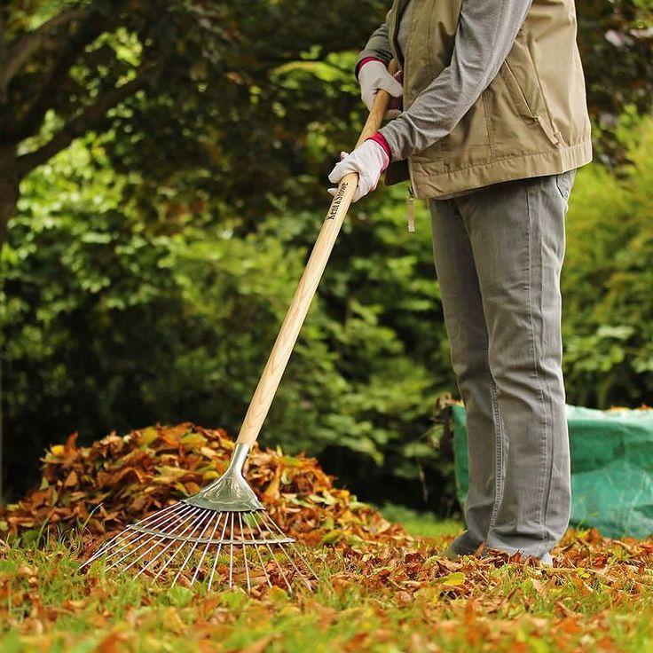 Handtaget på denna handgjorda löv- och gräsräfsa med 15 års garanti är tillverkat av vacker ask som är avsmalnande för bättre komfort. Tack vare det långa skaftet får du dessutom en bra arbetshöjd vilket skonar ryggen. Finns även i Garden Life-modell fr. 319kr.