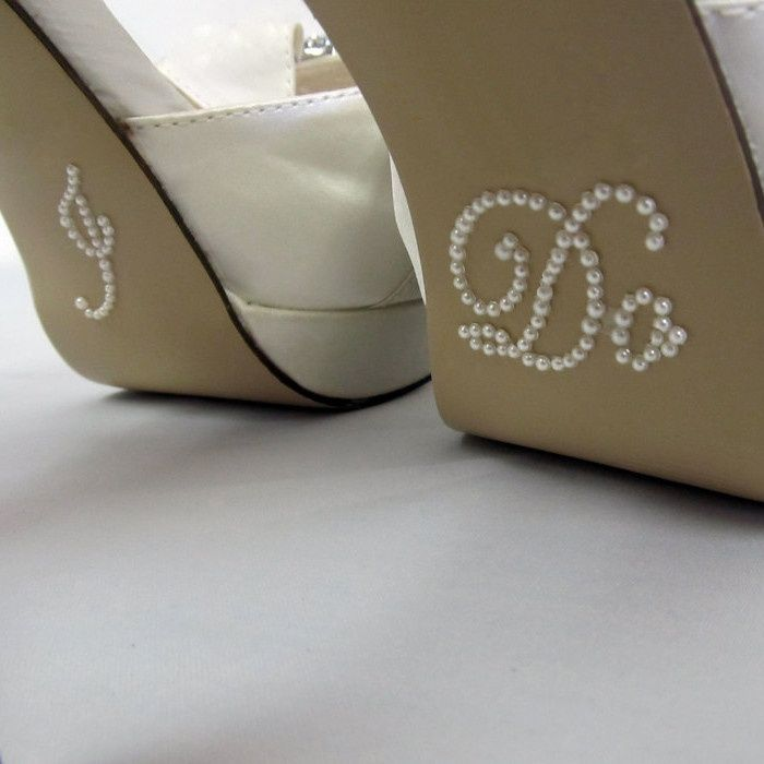 Schoenstickers I Do pearl / Shop the most beautiful bridal accessoires at: https://www.weddingdeco.nl/accessoires-bruiloft/bruidsaccessoires/