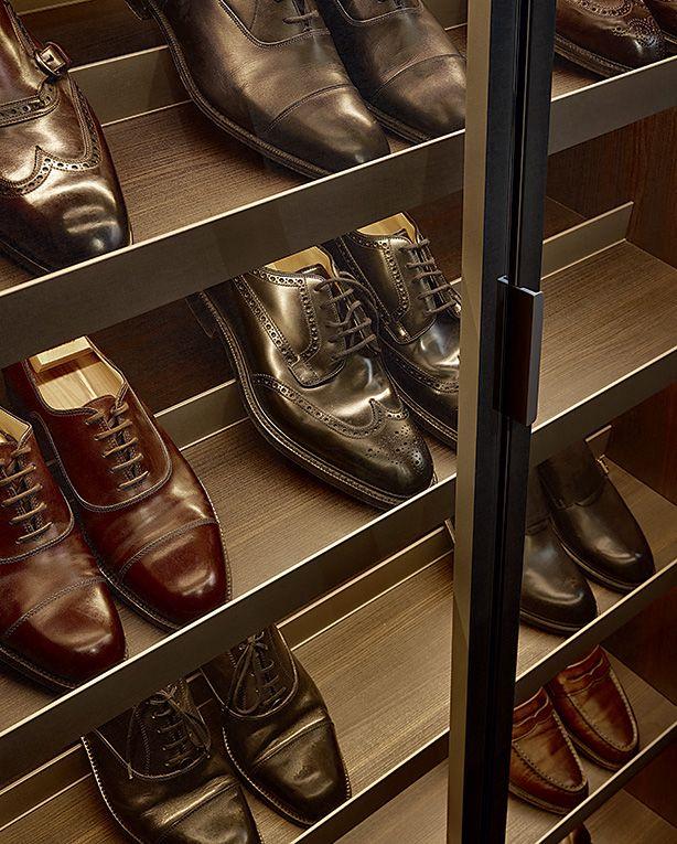 Schoenen opgeborgen in deze Poliform kast.